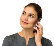 Empresaria Looking Away While que contesta al teléfono elegante Imagen de archivo libre de regalías