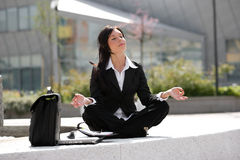 Empresaria meditating Fotos de archivo libres de regalías