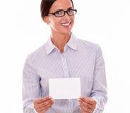 Empresaria morena sonriente con el espacio de la copia Fotos de archivo libres de regalías