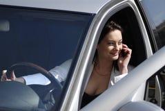 Empresaria que habla en el teléfono celular Fotos de archivo