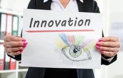 Empresaria que muestra concepto de la innovación imágenes de archivo libres de regalías
