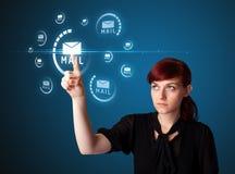 Empresaria que presiona el tipo virtual de la mensajería de iconos Imagen de archivo libre de regalías
