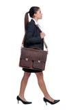 Empresaria que recorre con la cartera Foto de archivo