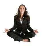 Empresaria que se sienta en la posición de la flor de loto Imagen de archivo libre de regalías