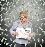 Empresaria que sostiene el cartel con la carta de la crisis Imagenes de archivo