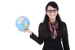 Empresaria que sostiene un globo imagen de archivo libre de regalías