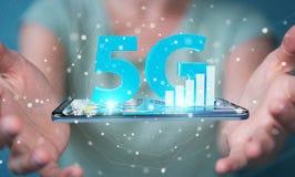 Empresaria que usa la red 5G con la representación del teléfono móvil 3D libre illustration