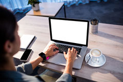 Empresaria que usa un ordenador Imagen de archivo libre de regalías