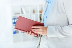 Empresaria Reading Book Fotos de archivo libres de regalías