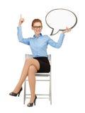 Empresaria sonriente con la burbuja en blanco del texto Imagen de archivo libre de regalías