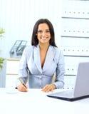 Empresaria sonriente feliz joven Imagen de archivo libre de regalías