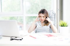 Empresaria Suffering From Headache imagen de archivo