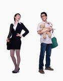 Empresaria y estancia en el padre casero, contrario, tiro del estudio Imagen de archivo libre de regalías