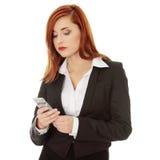 Empresarias con el teléfono móvil Fotografía de archivo libre de regalías