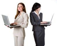 Empresarias de la computadora portátil Imagen de archivo libre de regalías
