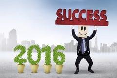 Empresario con números 2016 y un texto del éxito Imagenes de archivo