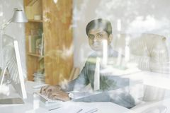 Empresario indio serio fotos de archivo libres de regalías