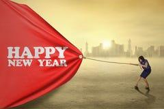 Empresario que tira de la bandera del Año Nuevo Foto de archivo