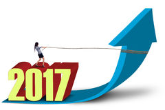 Empresario y flecha hacia arriba con los números 2017 Imagenes de archivo