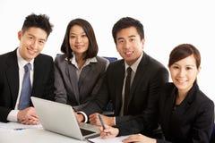 Empresarios chinos que tienen reunión Imagenes de archivo
