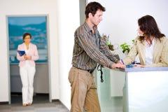 Empresarios en la oficina Imagenes de archivo