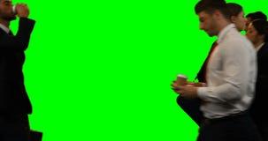 Empresarios que caminan y que hacen diversas actividades almacen de metraje de vídeo