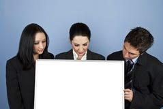 Empresarios que miran abajo a la bandera Imagen de archivo libre de regalías
