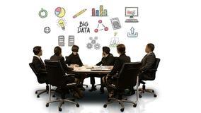 Empresarios que miran la pantalla futurista que muestra símbolo grande de los datos libre illustration