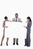 Empresarios que señalan y que miran la muestra en blanco Foto de archivo libre de regalías