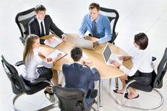 Empresarios que trabajan en la reunión Fotografía de archivo libre de regalías