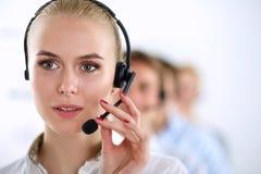 Empresarios y colegas jovenes positivos atractivos en una oficina del centro de atención telefónica businesspeople fotografía de archivo libre de regalías