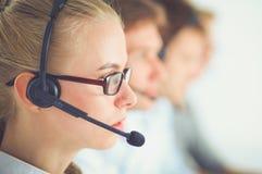 Empresarios y colegas jovenes positivos atractivos en una oficina del centro de atención telefónica businesspeople imagenes de archivo