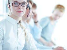 Empresarios y colegas jovenes positivos atractivos en una oficina del centro de atenci?n telef?nica businesspeople imagen de archivo
