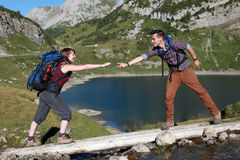 Emprestando uma mão amiga Fotografia de Stock