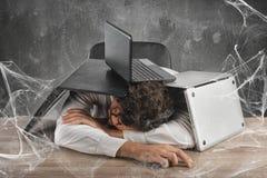 Emprisonné par le Web de technologie photos stock