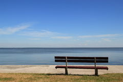 Empty bench looking to laggon. Royalty Free Stock Photos