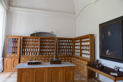 Free Empty Bottles In Old Vintage Pharmacy Stock Images - 73513684