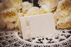 Empty card to place text surrounded by flowers for your text Stock Photos