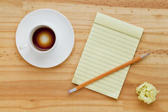 Empty coffee cup and notepad Royalty Free Stock Images