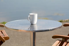 Empty coffee mug on cafe table Stock Photography