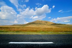 Empty country road. And field in summer Royalty Free Stock Photography