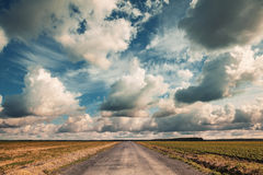 Empty country road with dramatic cloudy sky Royalty Free Stock Photos