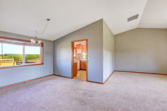 Empty countryside house interior with high vaulted ceiling Royalty Free Stock Photos