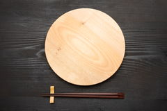 Empty dish with chopsticks Royalty Free Stock Photography