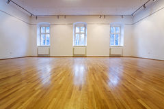 Empty exposition room. Generic empty exposition room with wooden floor- lots of copyspace Royalty Free Stock Photos