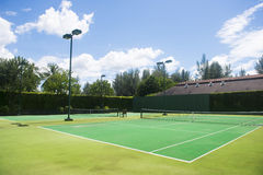 Empty green tennis court Royalty Free Stock Photos