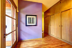 Empty hallway with bright purple wall Stock Photography