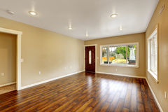 Empty house interior. Spacious living room with new hardwood flo Royalty Free Stock Photos