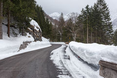Empty mountain road on a cloudy winter day Royalty Free Stock Images