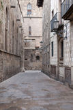 Empty narrow street in old Gothic Quarter (Barri Royalty Free Stock Images